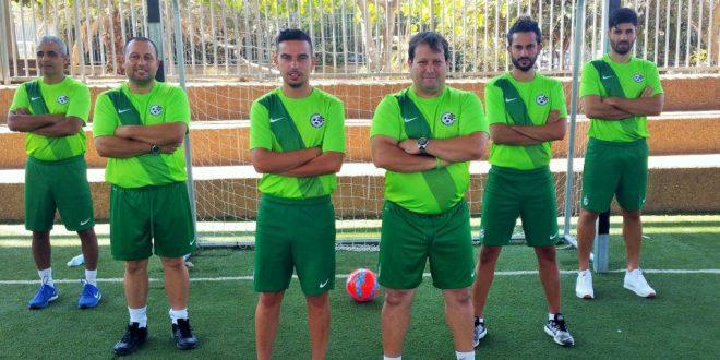 צוות האימון המצויין של המכללה לכדורגל