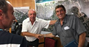 צביקה ברקאי ודוד אבן צור. צילום: דוברות העירייה
