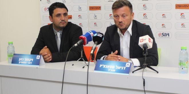 דרך חדשה. דניאל סטאנצ'יו (מימין) עם דובר המועדון ויקטור כהן (צילום: אדריאן הרבשטיין)