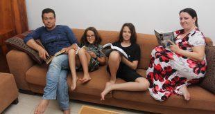 שינוי של 180 מעלות בחשיבה. משפחת יאטוקין (צילום: אדריאן הרבשטיין)