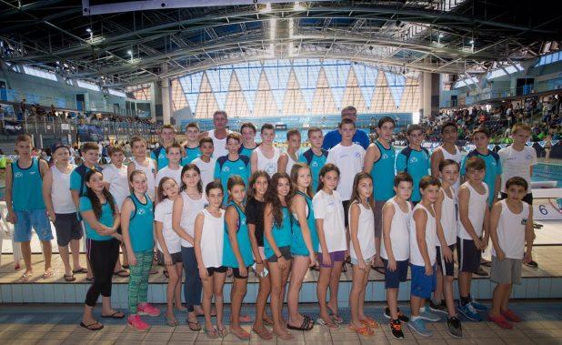 מקום חמישי באליפות ישראל. שחייני מכבי קרית ביאליק (צילום: גיל נחושתן)