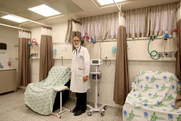 """""""יום חג עבורנו"""". חונכים את האגף החדש (צילום: דוברות בית החולים)"""