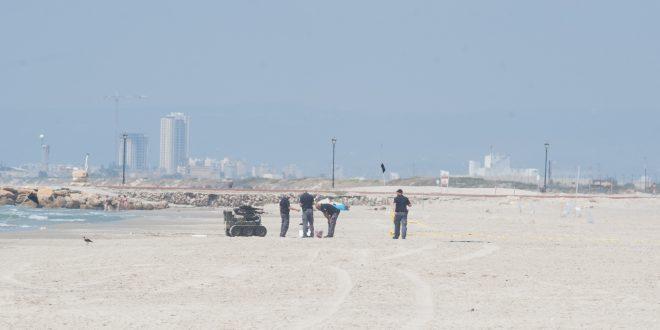 חבלני המשטרה מנטרלים את המטען (צילום: דורון גולן)