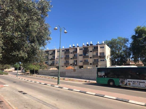 19 דירות חדשות. הבניין כיום (צילום: עמרם את נידם)
