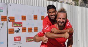 ברקמן חוגג הניצחון על רמת גן עם אייל דנין (צילום חגאג רחאל)