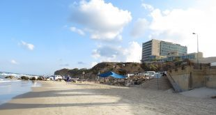 חוף בלו ביי (צילום: רותי ברמן)