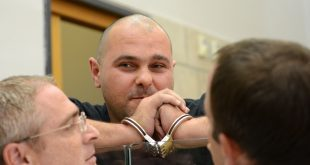 מיכאל מור בארכת מעצר (צילום מערכת העיתון)