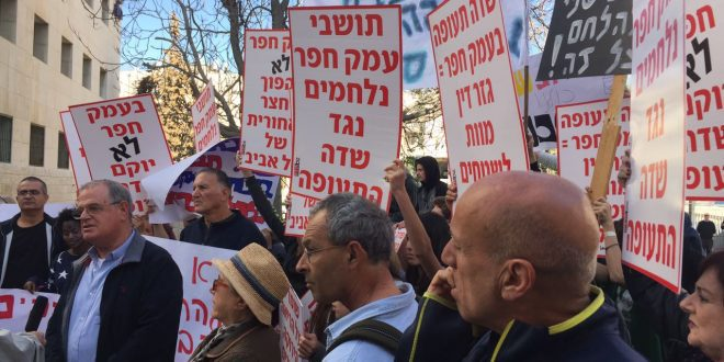 מפגינים נגד הקמת שדה התעופה בעמק חפר במרס האחרון (צילום: עצמי)
