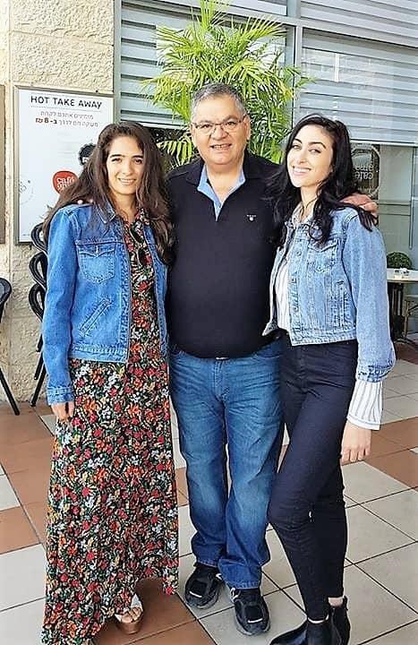 הילה סעדה ורותם זיסמן עם ראש העיר אלי ברדה (צילום עצמי)