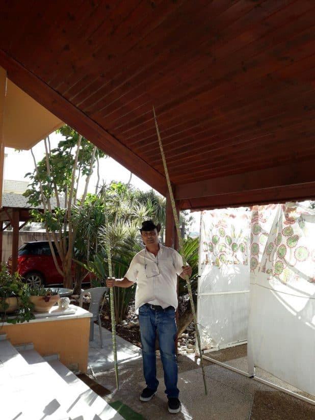דני הקאובוי בסוכה שלו (צילום עצמי)