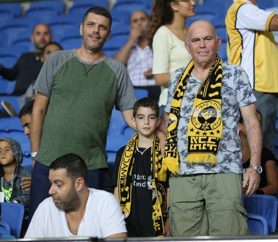 שלושה דורות בכדורגל. שלמה צחי ואייל אבני (צילום: אסף הופמן)