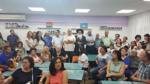 המשפחה תרמה ציוד. חונכים את כיתת האמנות (צילום: דוברות העירייה)