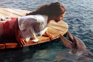 לוחשת לדולפינים. מעין מעין בוניץ'-קפח צילום: עצמי