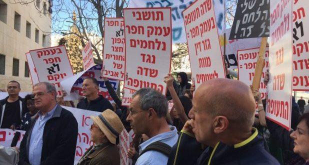 מחאת תושבי עמק חפר נגד שדה התעופה (צילום: עצמי)