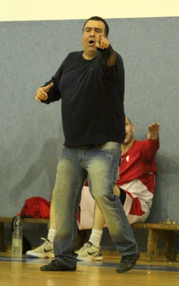 מוביל את עכו בבטחה לפלייאוף. המאמן יוסי בוכניק (צילום: אדריאן הרבשטיין)