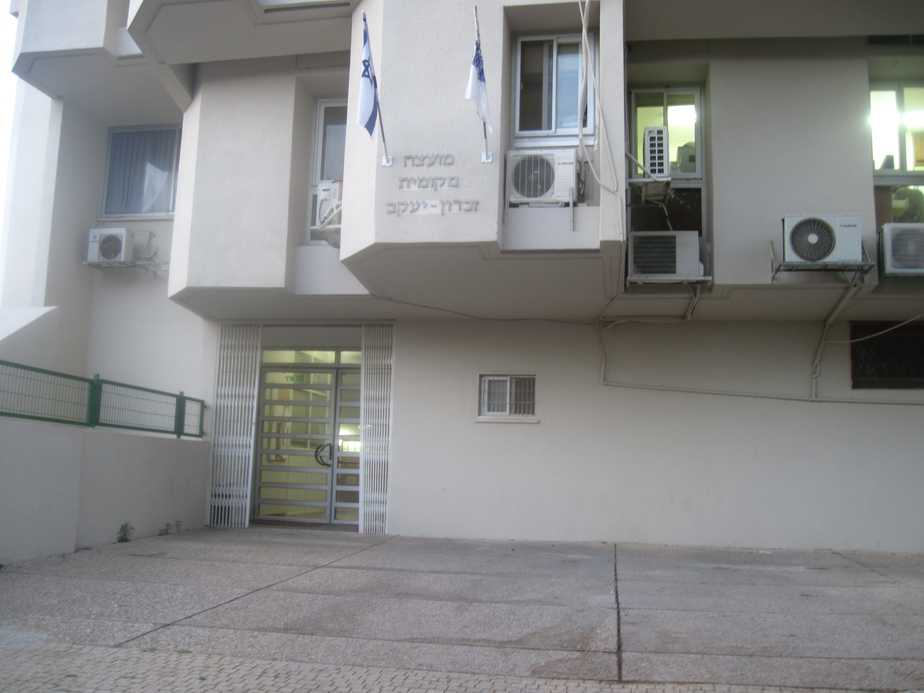 בניין מועצת זכרון יעקב (צילום: נירית שפאץ)