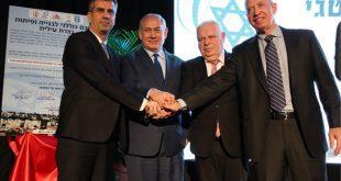 ראש הממשלה, ראש העיר והשרים גלאנט וכהן במעמד חתימת ההסכם (צילום ישראל פרץ)