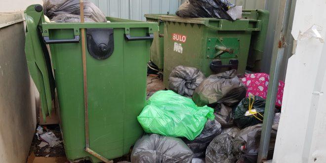 מתקן האשפה בחדרה צילום עצמי