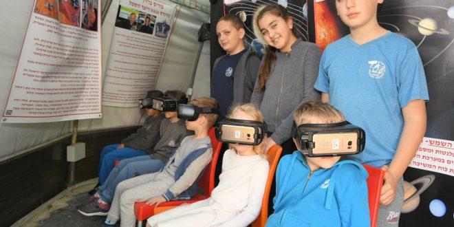 תלמידי נטופה עפים לחלל (צילום ישראל פרץ)