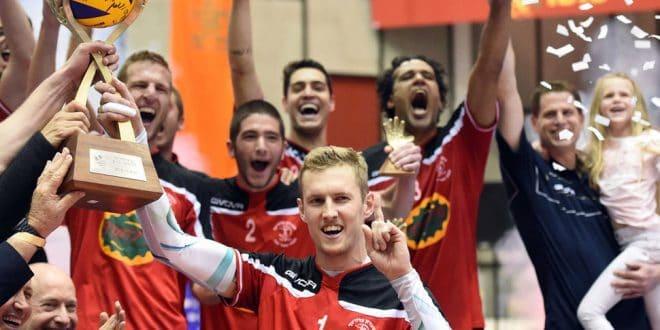 גביע שישי? אלכס אוסוקין חוגג את הזכייה בגביע העונה שעברה (צילום: אדריאן הרבשטיין)