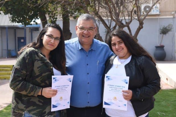 המתנדבות המצטיינות עם ראש העיר אלי ברדה