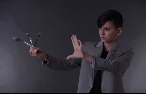 """""""נשק בידיים"""". אבוטבול צילום יוסי גנון"""