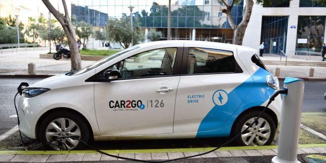 המכונית החשמלית בדרך לקריות. צילום: דורון גולן