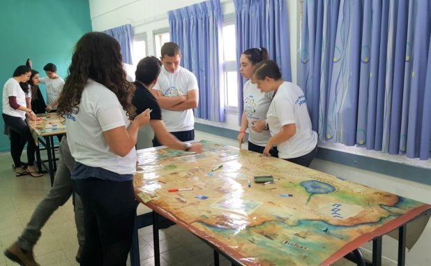 התלמידים בחדר הבריחה (צילום דוברות עיריית מגדל העמק)