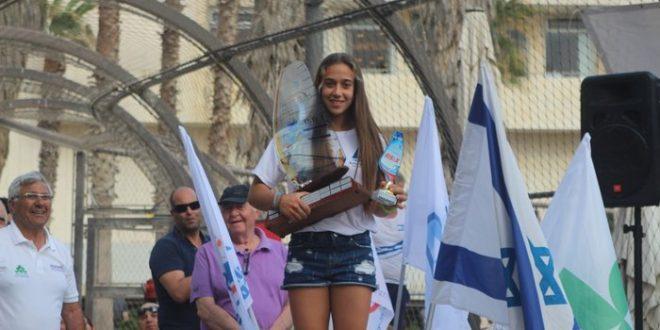 לינוי גבע, מוסיפה עוד תואר, אלופת ישראל לנוער (צילום: באדיבות משה מור)