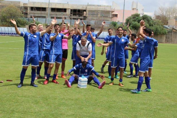 הקבוצה לאחר הניצחון, צילום: שלומי גבאי הפועל חדרה