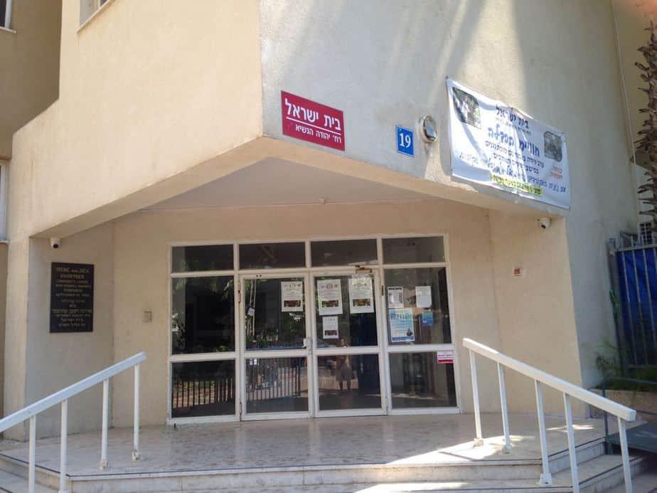 ונדליזם בכניסה. בית הכנסת בית ישראל צילום עצמי