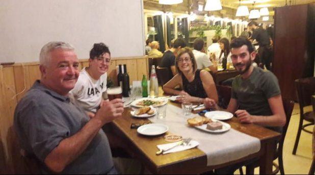 צרלי נטף חוגג עם משפחתו (צילום עצמי)