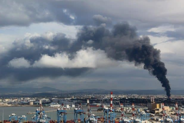 השריפה בבתי זיקוק צילום: אילן מלסטר, המשרד להגנת הסביבה