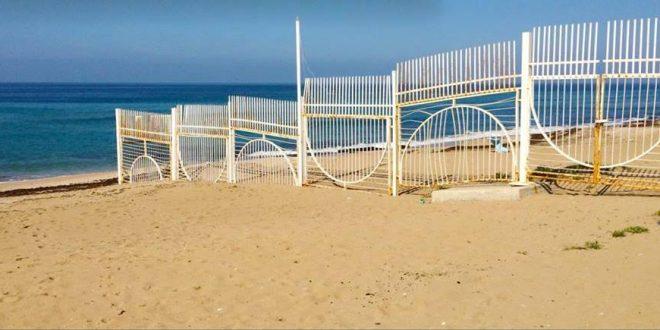 גדרות שמעלות חלודה בשטח ציבורי (צילום: עצמי)