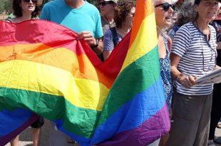 הפגנת הזדהות עם הקהילה הגאה בצומת כרמיאל - צילום אילן שיינפלד (2)