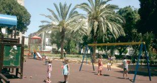 ילדים בגן שעשועים צילום רותי ברמן