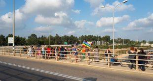 מפגינים על הגשר צילום שגיא גלאור