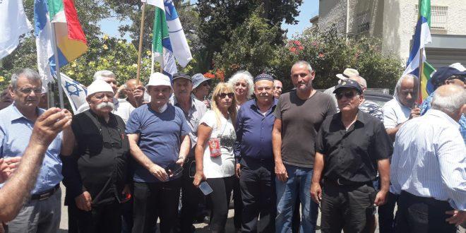 סאלח סעד עם השובתים ליד בית כחלון בחיפה צילום ליאור ליברובסקי