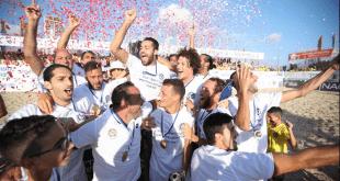 שחקני מכבי נתניה חוגגים את הזכייה באליפות ליגת החופים 2018. צילום: סטראבו