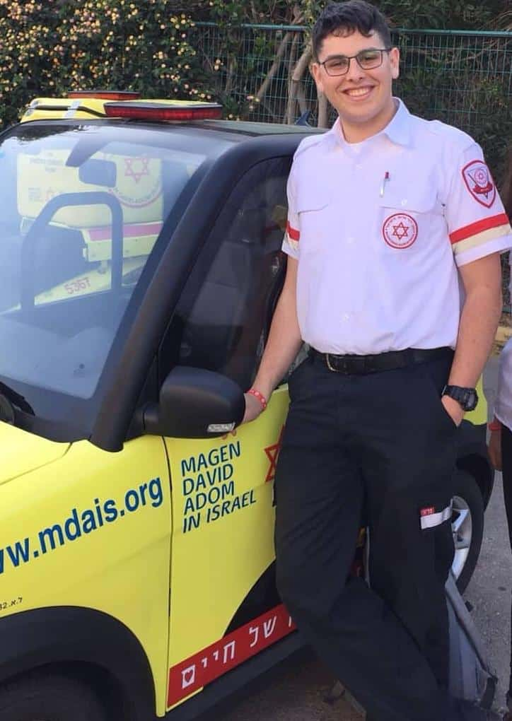 רוצה להיות רופא: אמיל אלייב מתנדב במדא