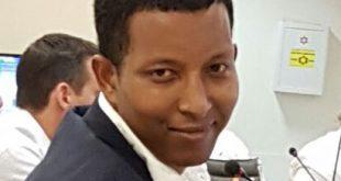 דניאל-מהרט-יושב-על-כסאו-במו