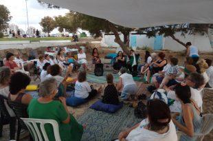 מחצלות שלום בחוף אולגה, היום הראשון צילום נשים עושות שלום