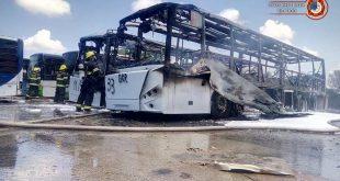 """שריפה במפעל """"מרכבים"""" באזור התעשייה קיסריה. צילום: כיבוי והצלה מחוז חוף"""