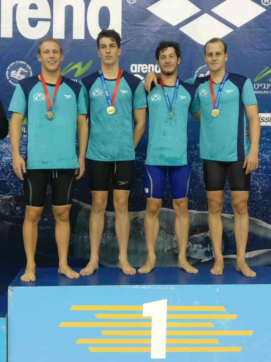 מקום ראשון במשחה שליחים 200X4 חופשי. מימין: יודשקין, הבר, סולובייצ'יק ומוסקוביץ'