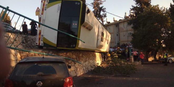 האוטובוס שהתהפך (צילום כבוי והצלה)