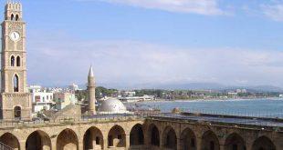 חאן אל עומדן עם מראה הים ומגדל השעון הצמוד באדיבות החברה לפתוח עכו