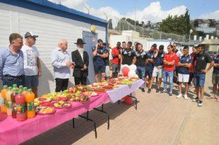ראש העיר פלוט בטקס הרמת כוסית לחג (צילום ישראל פרץ)