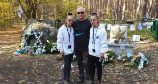 ברודסקי והתאומות ביער לופחובה (צילום עצמי)