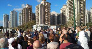 הפגנה נגד בינוי מלונות בחוף פולג