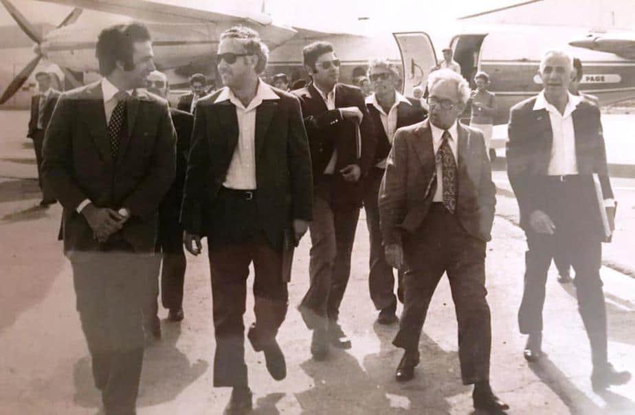 אמצע שנות ה-70. חונכים את שדה התעופה החדש בחיפה. עם ראש העירייה ירוחם צייזל (ראשון מימין)